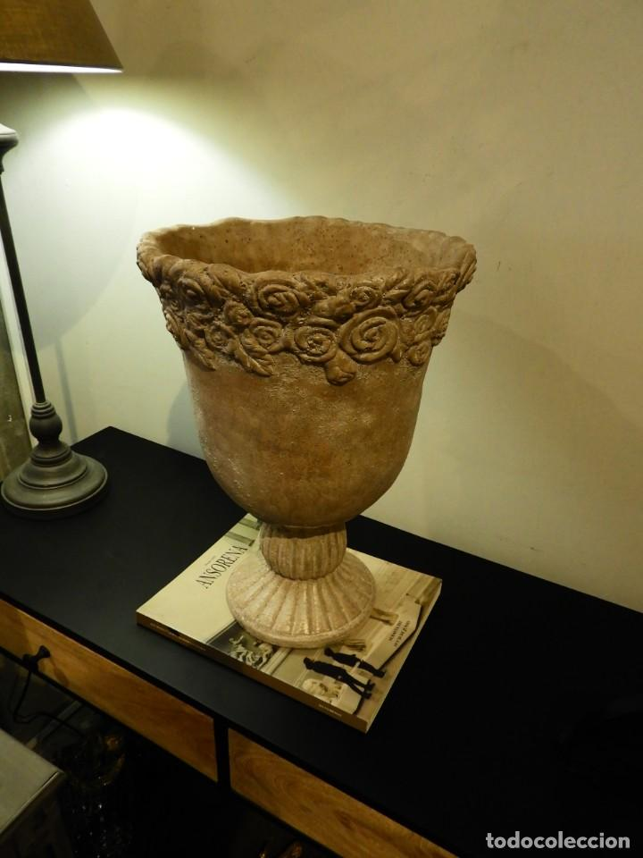 Antigüedades: MACETERO COPA DE BARRO CON BONITA GRECA - Foto 2 - 241462610