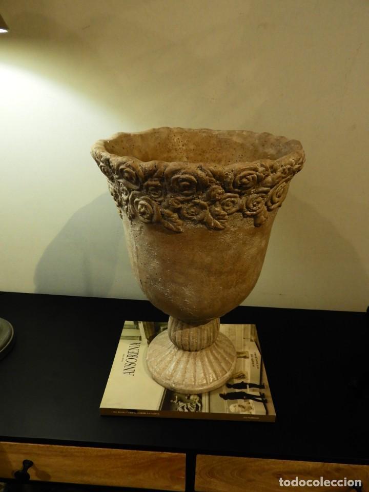 Antigüedades: MACETERO COPA DE BARRO CON BONITA GRECA - Foto 4 - 241462610