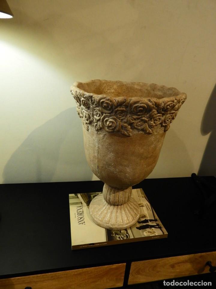 Antigüedades: MACETERO COPA DE BARRO CON BONITA GRECA - Foto 6 - 241462610