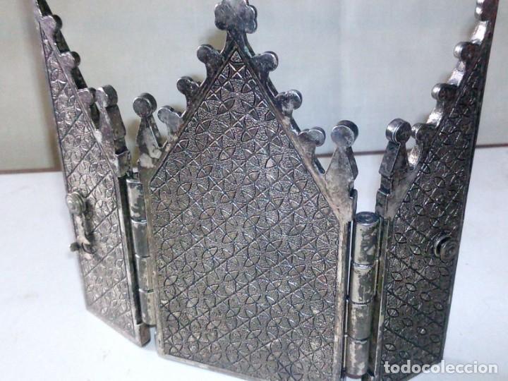 Antigüedades: ~~~~ ANTIGUO TRIPTICO VIAJE ESTILO NEOGÓTICO, BONITO LABRADO PLATEADO Y ESMALTE MIDE10 X 6 CM.~~~~ - Foto 2 - 241486985