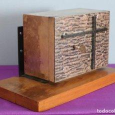 Antigüedades: SAGRARIO DE PEQUEÑAS DIMENSIONES ELABORADO EN METAL DORADO Y PLATEADO. 3/4 DEL SIGLO 20.. Lote 241536850