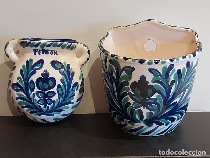 ANTIGUO SALERO Y RECIPIENTE PARA PEREJIL / CERÁMICA DE FAJALAUZA / MUY BUEN ESTADO. (Antigüedades - Porcelanas y Cerámicas - Fajalauza)