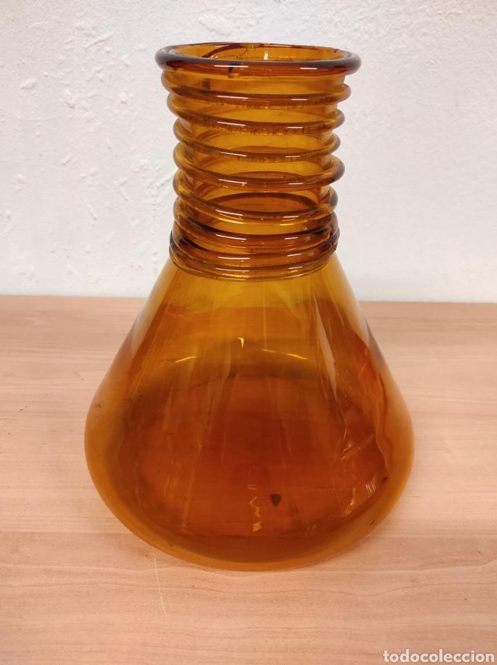Antigüedades: Jarrón florero bufado de color marrón con cuello torneado - Foto 2 - 241746300