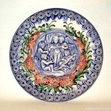Antigüedades: ANTIGUO PLATO DE PORCELANA DE TALAVERA. MOTIVO ÁNGELES TOCANDO MÚSICA. AÑOS 70. Lote 241747560