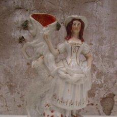 Antigüedades: PRECIOSA PASTORCITA EN CERAMICA VIEJO PARIS XVIII BUCARO JARRON. Lote 241812340