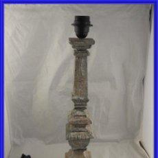 Antiquités: LAMPARA PANTALLA DE MADERA EN DECAPE EN TONOS GRISES. Lote 241818035