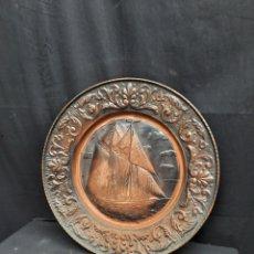 Antigüedades: ANTIGUO PLATO DE COBRE REPUJADO BARCO. Lote 241831885