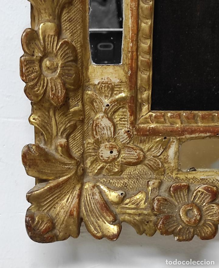 Antigüedades: Precioso Crucifijo - Antigua Talla de Marfil - con Marco en Madera Dorada y Espejos - S. XVIII - Foto 7 - 241841310