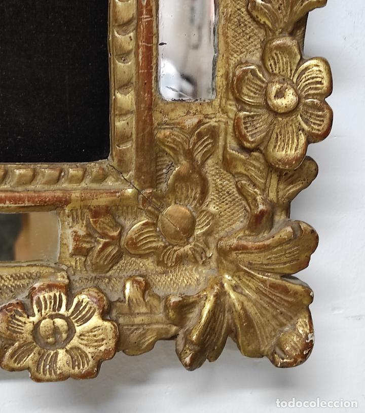 Antigüedades: Precioso Crucifijo - Antigua Talla de Marfil - con Marco en Madera Dorada y Espejos - S. XVIII - Foto 8 - 241841310