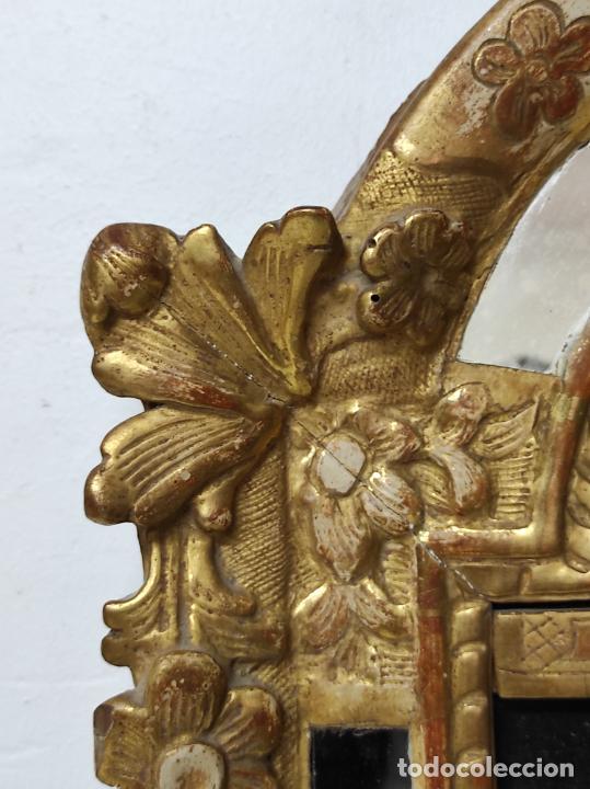 Antigüedades: Precioso Crucifijo - Antigua Talla de Marfil - con Marco en Madera Dorada y Espejos - S. XVIII - Foto 9 - 241841310