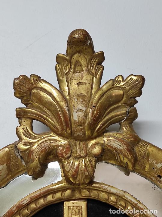 Antigüedades: Precioso Crucifijo - Antigua Talla de Marfil - con Marco en Madera Dorada y Espejos - S. XVIII - Foto 10 - 241841310