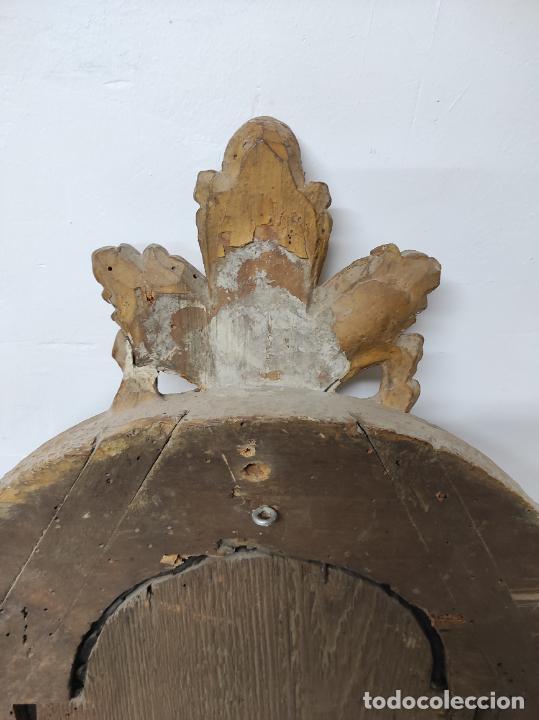Antigüedades: Precioso Crucifijo - Antigua Talla de Marfil - con Marco en Madera Dorada y Espejos - S. XVIII - Foto 17 - 241841310