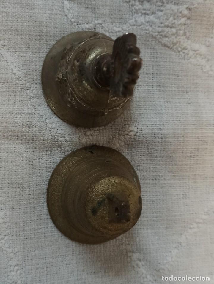 Antigüedades: Pareja de campanillas de metal. C44 - Foto 4 - 241849855
