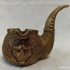 Antigüedades: ANTIGUO CENICERO DE BRONCE CON FORMA DE PIPA, DECORADO CON LEONES. C44. Lote 241860255