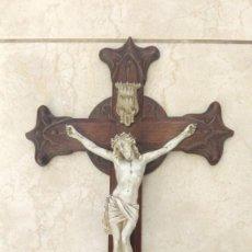 Antigüedades: CRUZ CRUCIFIJO ANTIGUO CRISTO PORCELANA BISCUIT SIGLO XIX. Lote 241887900