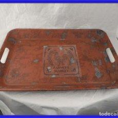 Antigüedades: BANDEJA DE SERVIR METALICA CON BONITA TONALIDAD ROJIZA. Lote 241888615