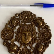 Antigüedades: IMPRESIONANTE ADORNO PARA MUEBLE. BRONCE. 12X12 CM. Lote 241909560
