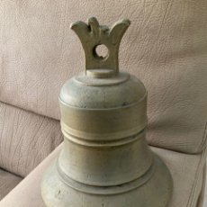 Antigüedades: CAMPANA ANTIGUA DE BRONZE, PESADA Y EN BUEN ESTADO.. Lote 241914705