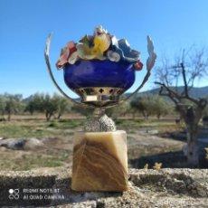 Oggetti Antichi: ¡¡OPORTUNIDAD!!FIGURA TIPO COPA CON BASE DE MARMOL CRISTAL DE OPALINA Y FLORES EN PASTA. Lote 241916410