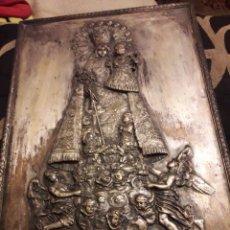 Antiguidades: ANTIGUO CUADRO DE METAL PLATEADO Y TROQUELADO, VIRGEN DE LOS DESAMPARADOS. Lote 242000640