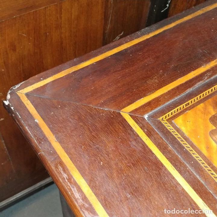 Antigüedades: PEQUEÑA CÓMODA MALLORQUINA. CAOBA. MARQUETERIA DE MADERA. MALLORCA. ESPAÑA. XIX - Foto 6 - 242039830