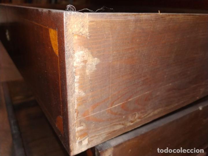 Antigüedades: PEQUEÑA CÓMODA MALLORQUINA. CAOBA. MARQUETERIA DE MADERA. MALLORCA. ESPAÑA. XIX - Foto 25 - 242039830