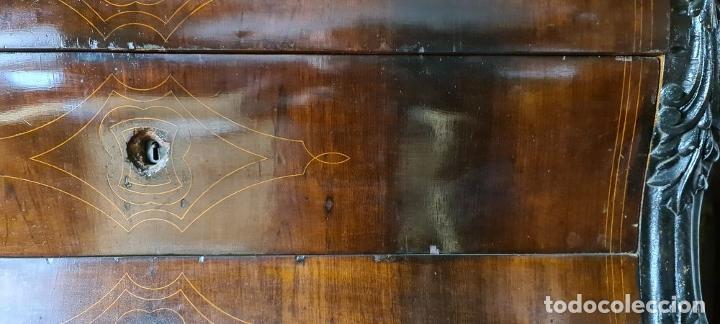 Antigüedades: COMODA EN MADERA DE PALISANDRO. ESTILO ISABELINO. MARQUETERIA DE BOJ. SIGLO XIX. - Foto 11 - 242040395
