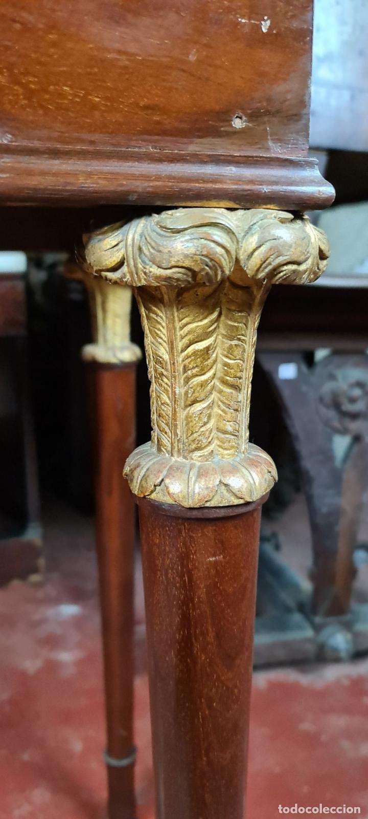 Antigüedades: CONSOLA EN MADERA DE CAOBA. ESTILO IMPERIO. SOBRE DE MÁRMOL. SIGLO XIX. - Foto 3 - 242044345