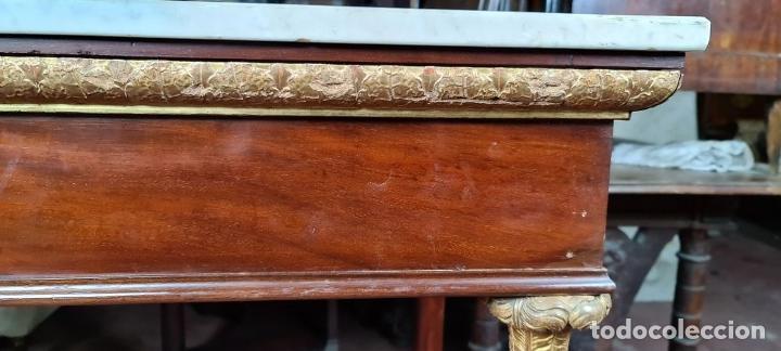 Antigüedades: CONSOLA EN MADERA DE CAOBA. ESTILO IMPERIO. SOBRE DE MÁRMOL. SIGLO XIX. - Foto 5 - 242044345