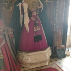 Antigüedades: ALFOMBRA ROJA RECTANGULAR PARA PIE DE VIRGEN BESAMANOS CAPILLA IGLESIA SEMANA SANTA - 120 X 59 CM. Lote 242137440