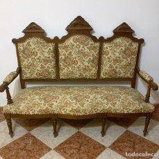 Antigüedades: TRESILLO DE NOGAL ESTILO ALFONSINO. Lote 242229305