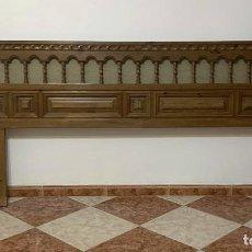 Antigüedades: CABECERO CORRIDO ESTILO ESPAÑOL. Lote 242230065