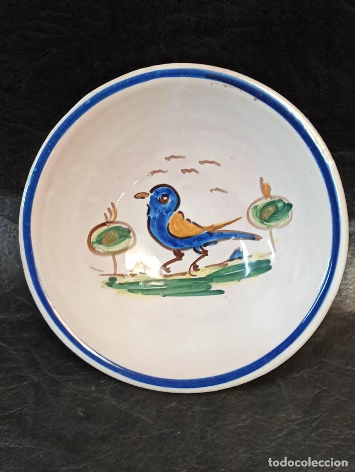 ELEGANTE CUENCO CON BELLO PÁJARO. TALAVERA. AL (Antigüedades - Porcelanas y Cerámicas - Talavera)