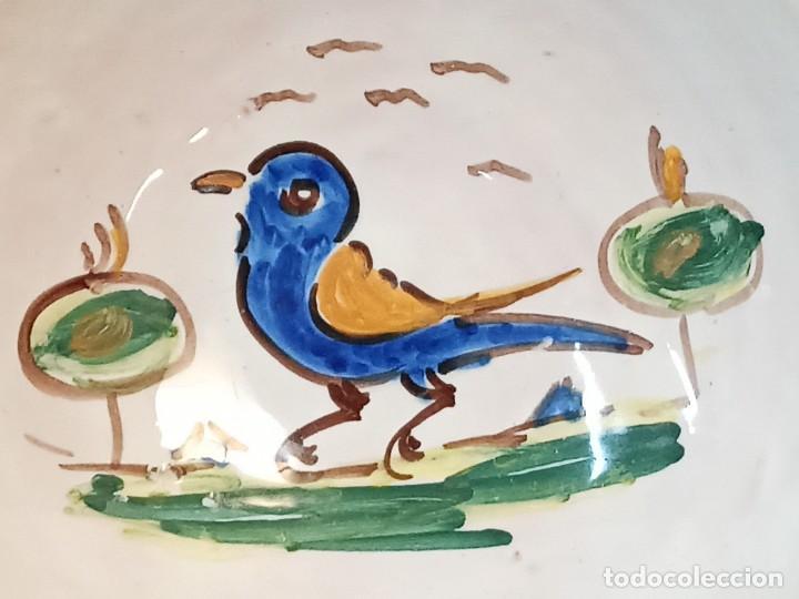 Antigüedades: Elegante cuenco con bello pájaro. Talavera. AL - Foto 2 - 242259245