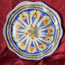 Antigüedades: PLATO ANTIGUO DE TALAVERA FIRMADO DE 27 CMS. DE DIAMETRO. Lote 242269235