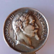 Antigüedades: ABREBOTELLAS NAPOLEÓN TERCERO EMPERADOR MYAVERZA ALEXANDRE MILAN. Lote 242294545