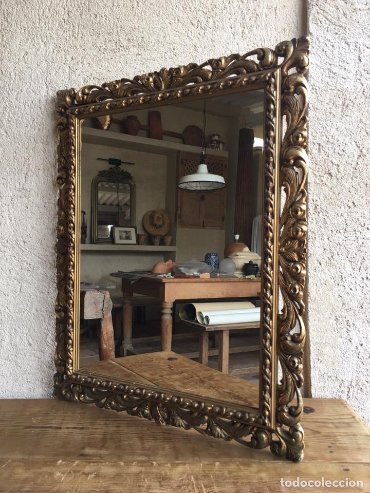 Antigüedades: Precioso espejo antiguo dorado al pan de oro en madera y moldura decorada resinada - Foto 2 - 242339510