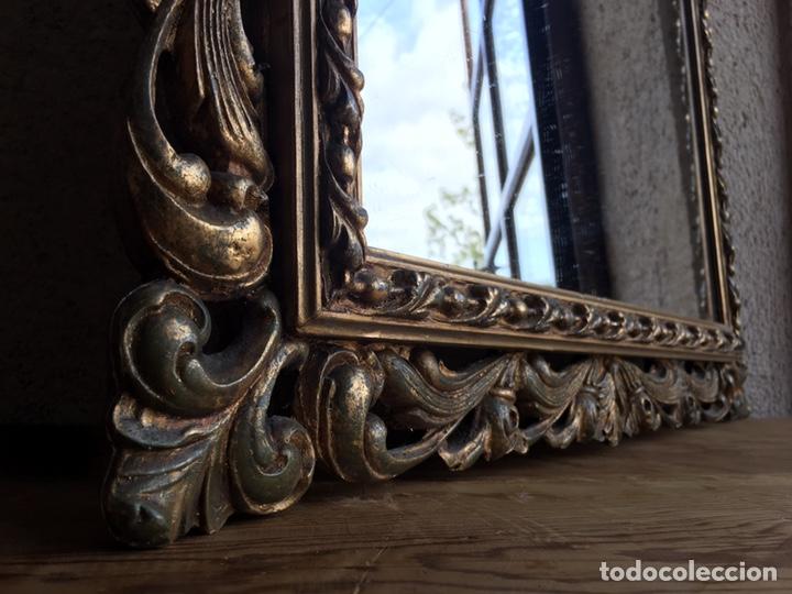 Antigüedades: Precioso espejo antiguo dorado al pan de oro en madera y moldura decorada resinada - Foto 3 - 242339510