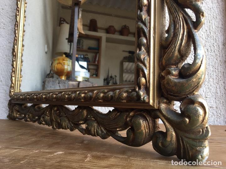 Antigüedades: Precioso espejo antiguo dorado al pan de oro en madera y moldura decorada resinada - Foto 5 - 242339510