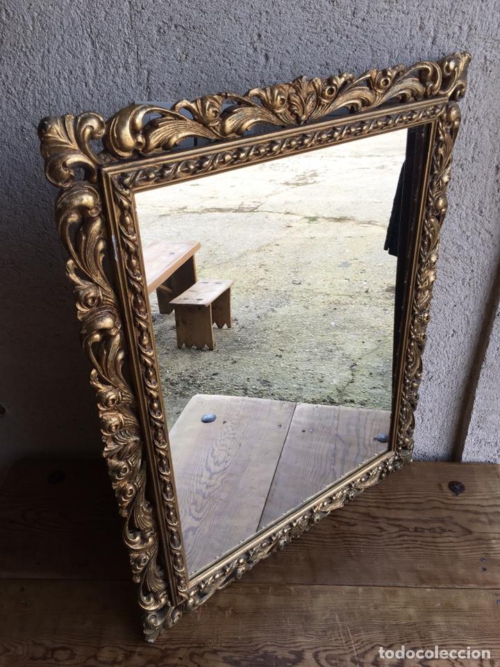 Antigüedades: Precioso espejo antiguo dorado al pan de oro en madera y moldura decorada resinada - Foto 6 - 242339510