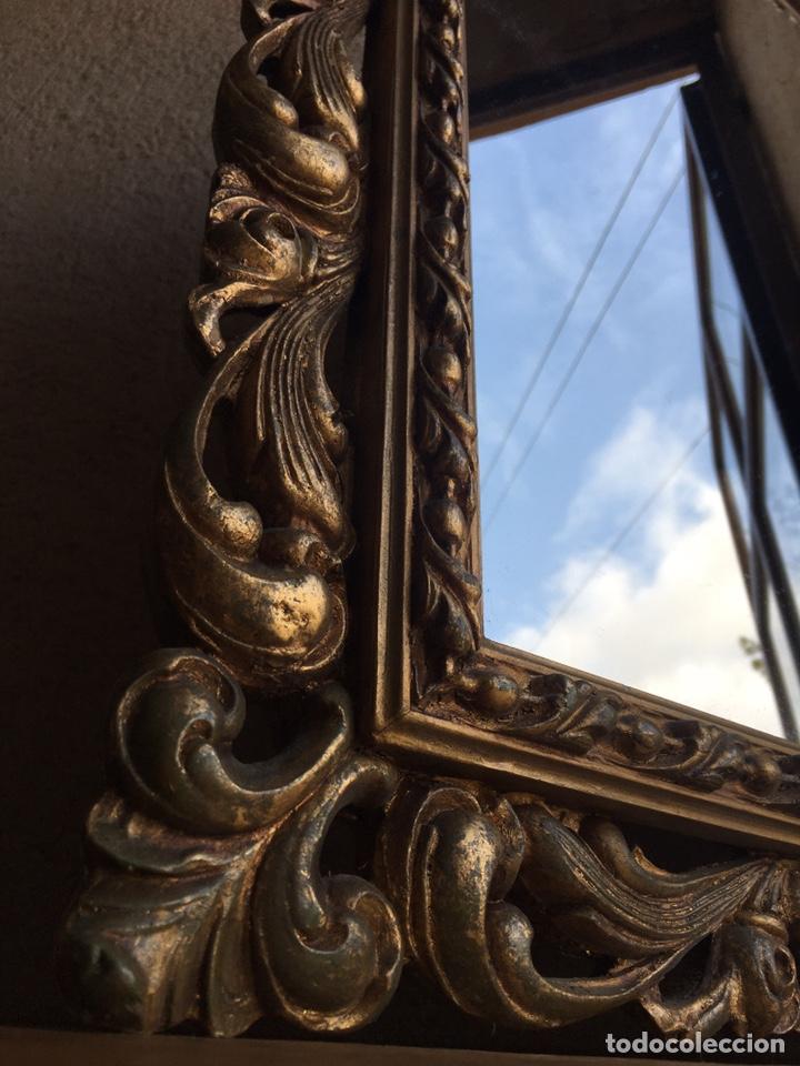 Antigüedades: Precioso espejo antiguo dorado al pan de oro en madera y moldura decorada resinada - Foto 8 - 242339510