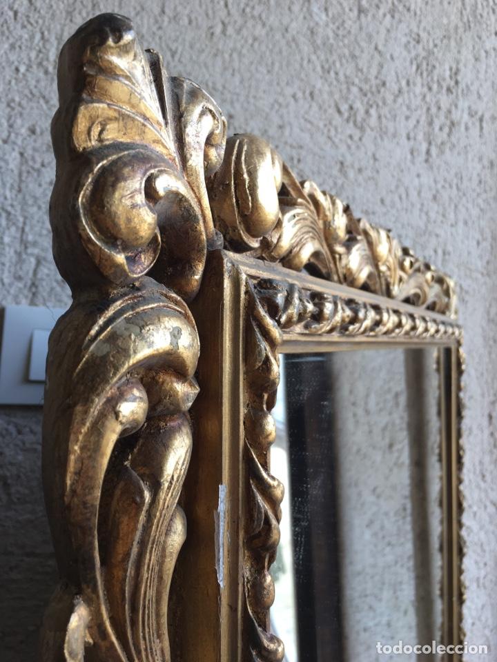 Antigüedades: Precioso espejo antiguo dorado al pan de oro en madera y moldura decorada resinada - Foto 9 - 242339510
