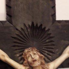 Antigüedades: UNA GRUZ DE MADERA ,TRABAJADA CON SU CRISTO EN LA AGONIA. Lote 242342530
