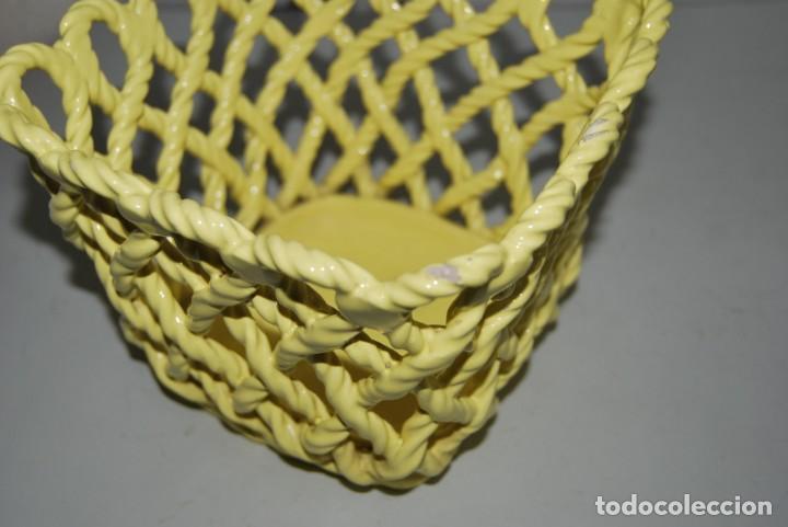 Antigüedades: MACETERO DE MANISES - CERÁMICA CALADA - CORDÓN - AMARILLO - Foto 6 - 242364840