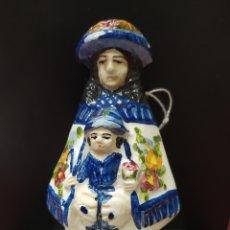 Antigüedades: ANTIGUA BENDITERA DE CERÁMICA CON VIRGEN CON NIÑO. Lote 242376395