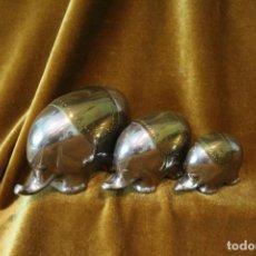 Antigüedades: FAMILIA DE ELEFANTES, METAL PLATEADO Y LATÓN.. Lote 242387340