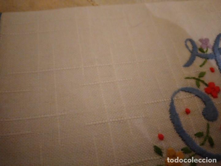 Antigüedades: Antigua bolsita de lino bordada a mano para bocadillo letra j - Foto 4 - 242392805
