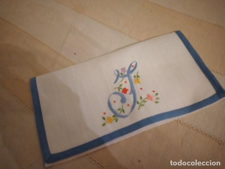 Antigüedades: Antigua bolsita de lino bordada a mano para bocadillo letra j - Foto 6 - 242392805