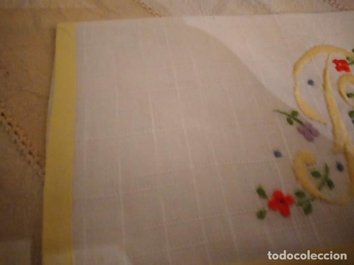 Antigüedades: Antigua bolsita de lino bordada a mano para bocadillo letra p - Foto 3 - 242392915