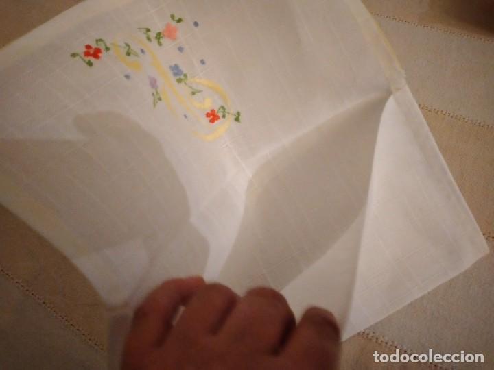 Antigüedades: Antigua bolsita de lino bordada a mano para bocadillo letra p - Foto 4 - 242392915